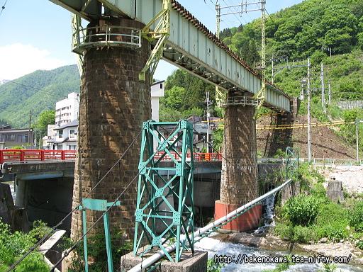 上越線のループ線に至る橋脚その1