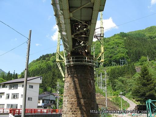 上越線のループ線に至る橋脚その3