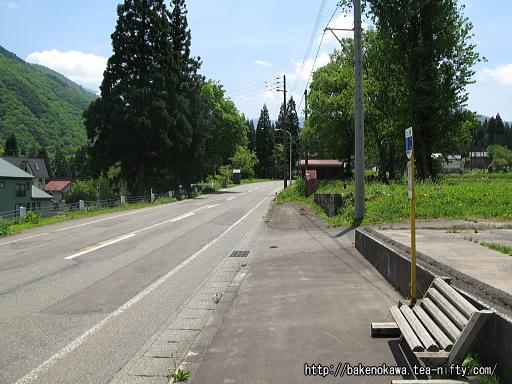 「土樽」バス停から土樽駅への道その1