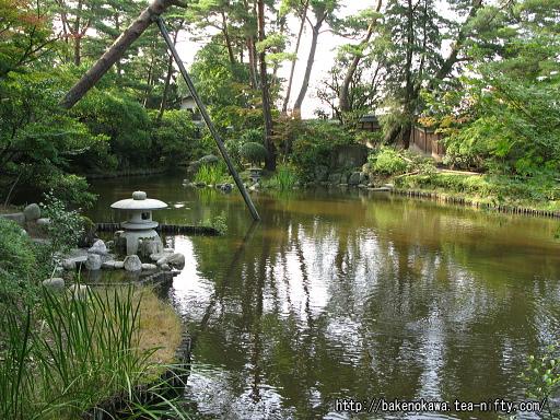 広い池を廻る庭園その二