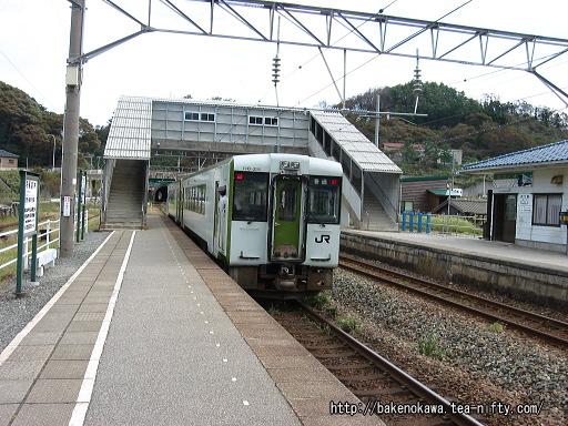 勝木駅に停車中のキハ110系気動車