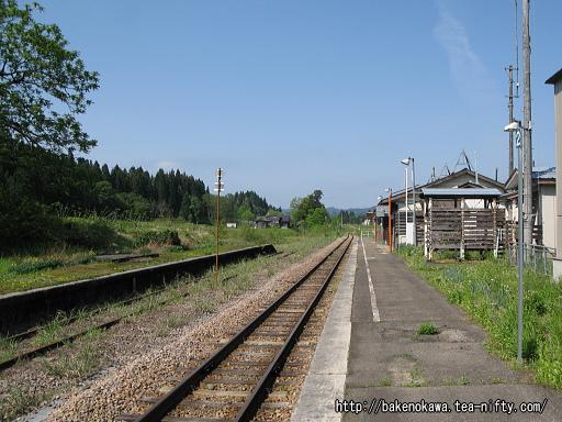 越後岩沢駅のホームその1