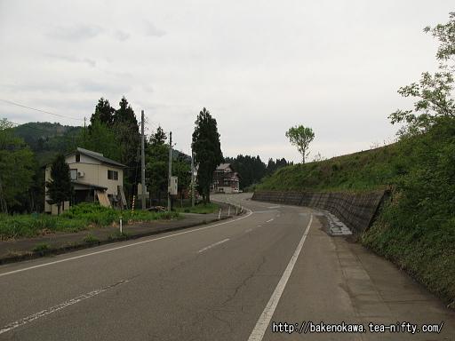 内ヶ巻駅前通り