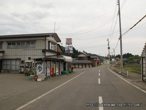 内ヶ巻駅付近の県道その1