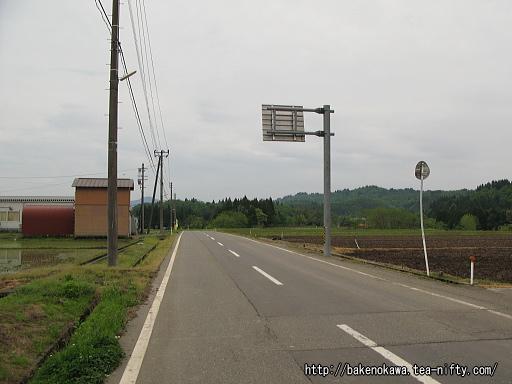 内ヶ巻駅付近の県道その2