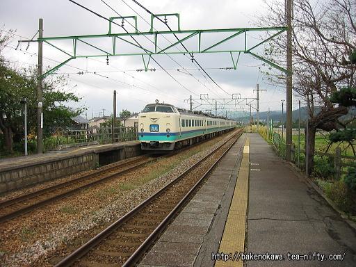 保内駅を通過する485系電車特急「北越」その3