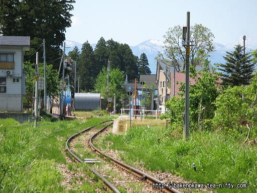 踏切から見た越後水沢駅構内その2