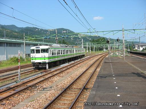 電留線に停車中の115系電車