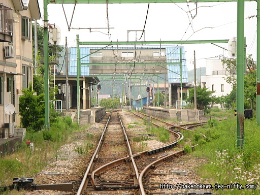 踏切から見た出雲崎駅構内その1