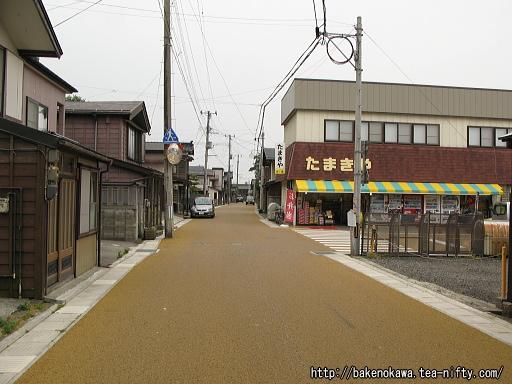 出雲崎の妻入りの街並み