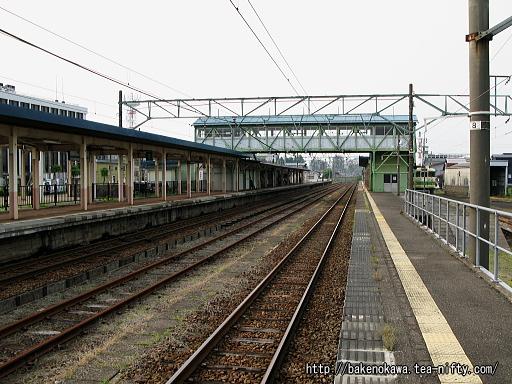 新井駅の島式ホームその1