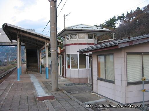 越後寒川駅の1番ホームその一