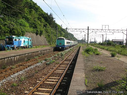 越後寒川駅を通過する485系電車特急「いなほ」その二