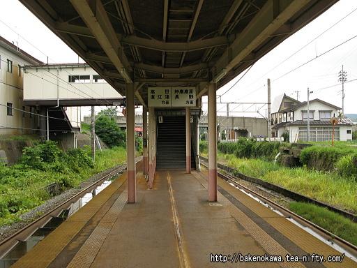 関山駅の島式ホームその3