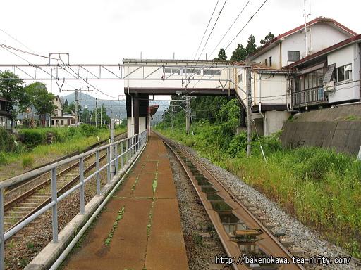 関山駅の島式ホームその4