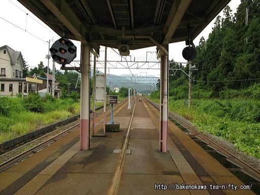 関山駅の島式ホームその5