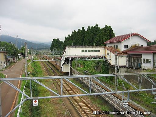陸橋から見た関山駅構内