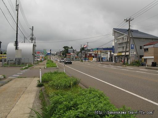 関山駅付近の国道18号線