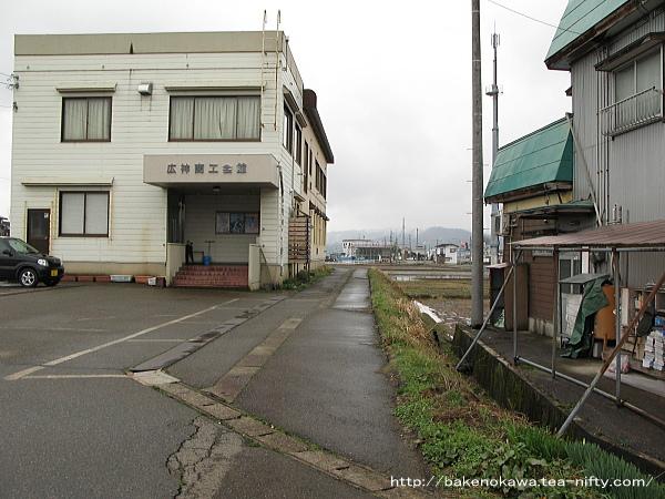 薮神駅への入り口