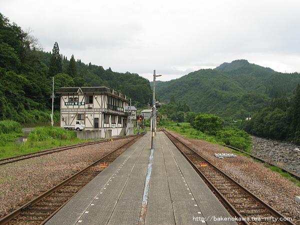 大白川駅の島式ホームその2