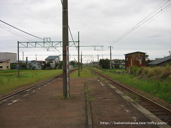 脇野田駅の島式ホームその1