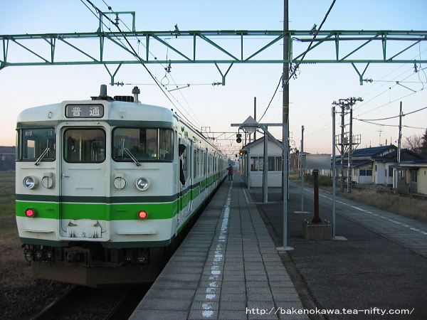 脇野田駅に停車中の115系電車その2