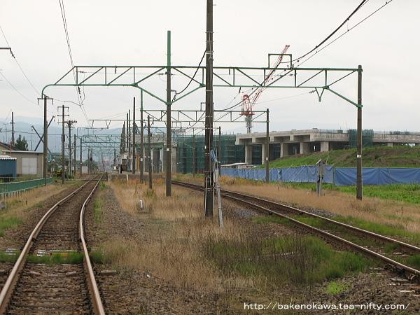 踏切から見た脇野田駅構内その2