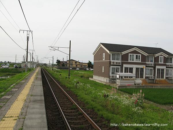 北新井駅のホームその1