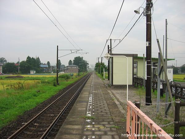 北新井駅のホームその3