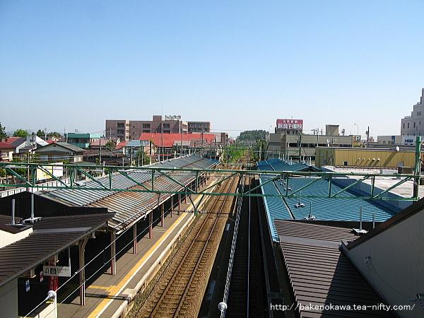 高田駅の新跨線橋上から直江津方を望む