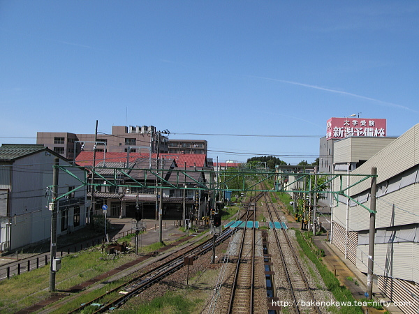 高田駅の旧跨線橋上から直江津方を望む