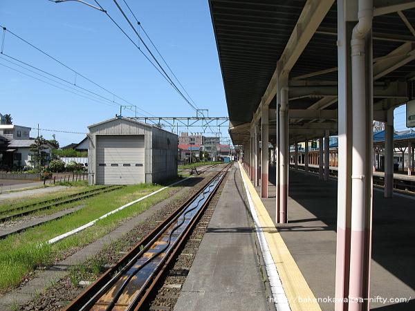 高田駅の島式ホームその2