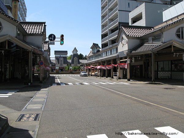 高田駅前通りの様子