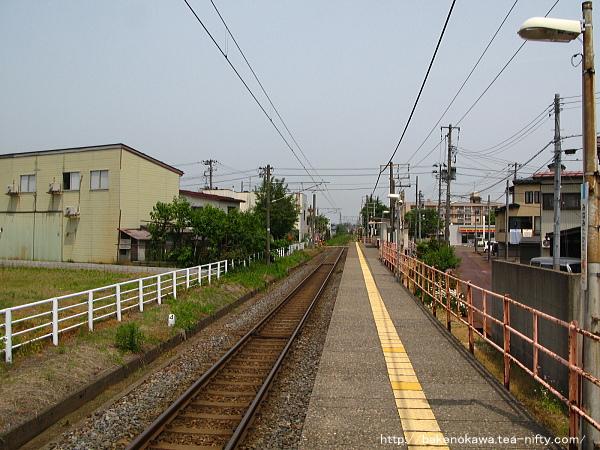 ホーム新井方から見た南高田駅全景