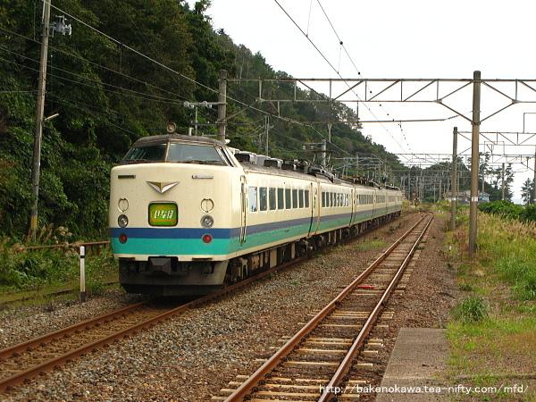越後寒川駅を通過する485系電車特急「いなほ」その四