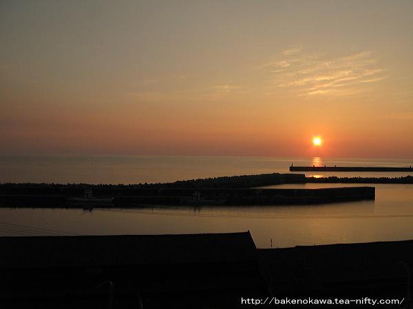 筒石地区の日本海に沈む夕陽