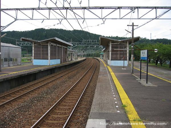 能生駅の1-2番島式ホームその1