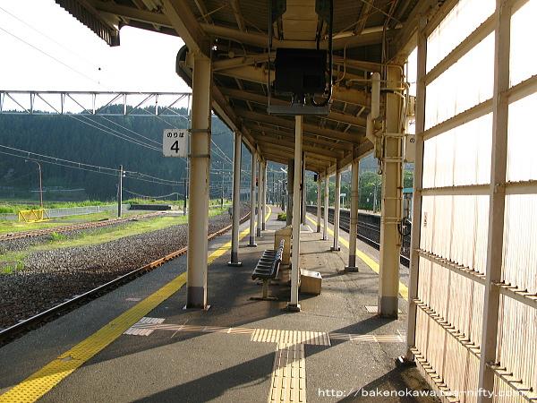 能生駅の3-4番島式ホームその1