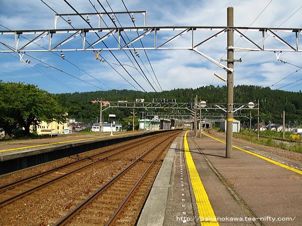 能生駅の3-4番島式ホームその2
