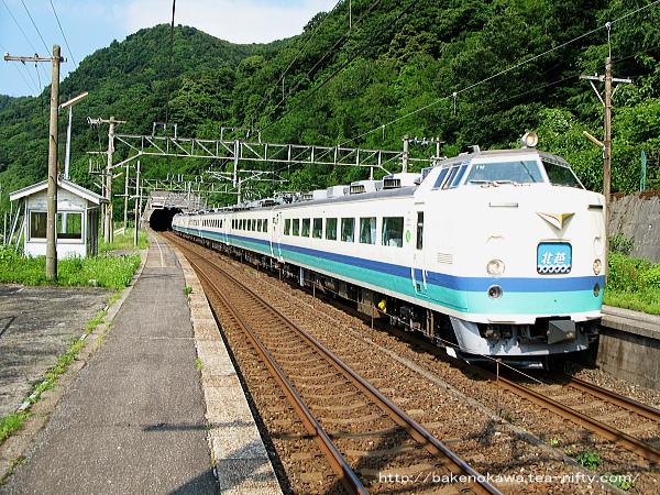 浦本駅を通過する485系電車特急「北越」その1