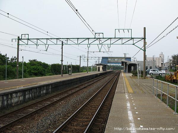 一番ホーム上下浜方から見た柿崎駅構内
