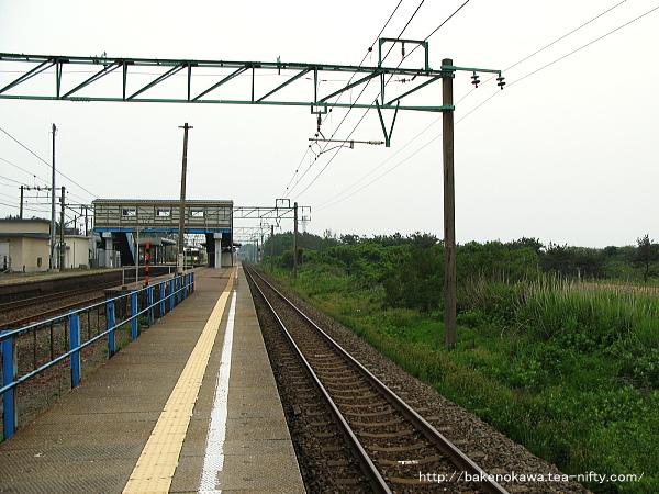 三番ホーム米山方から見た柿崎駅構内