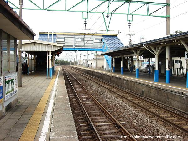 柿崎駅旧駅舎時代の跨線橋周りと駅舎の様子その一