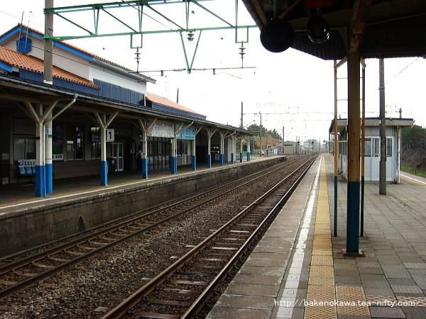 柿崎駅旧駅舎時代の跨線橋周りと駅舎の様子その二