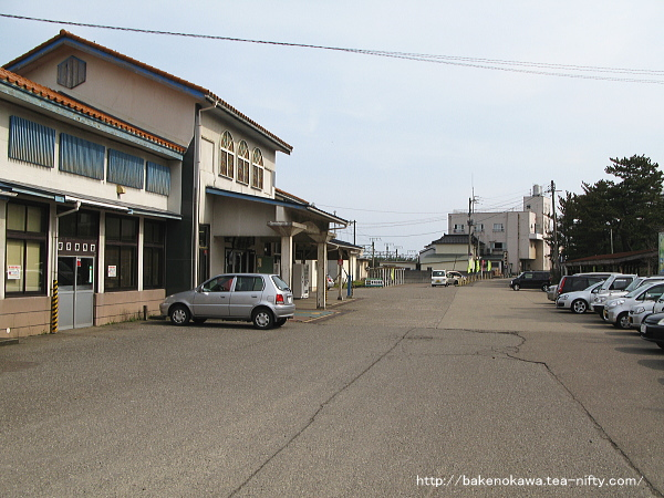 旧駅舎時代の柿崎駅前その一