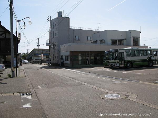 頸城自動車の柿崎駅前バスターミナル