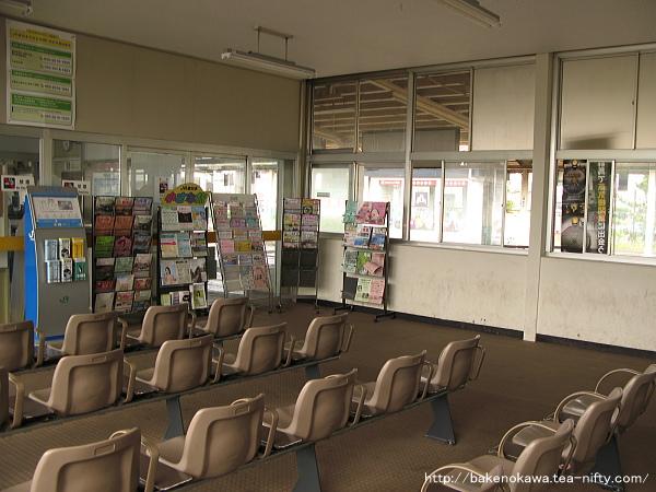 駅舎内部の待合室その2