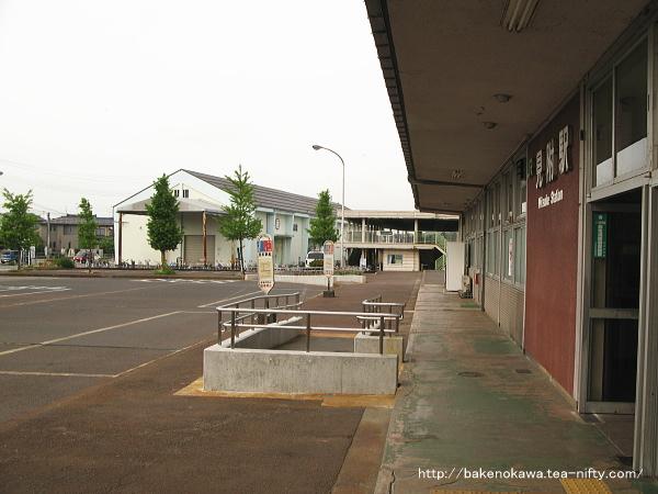 見附駅前のバス乗り場
