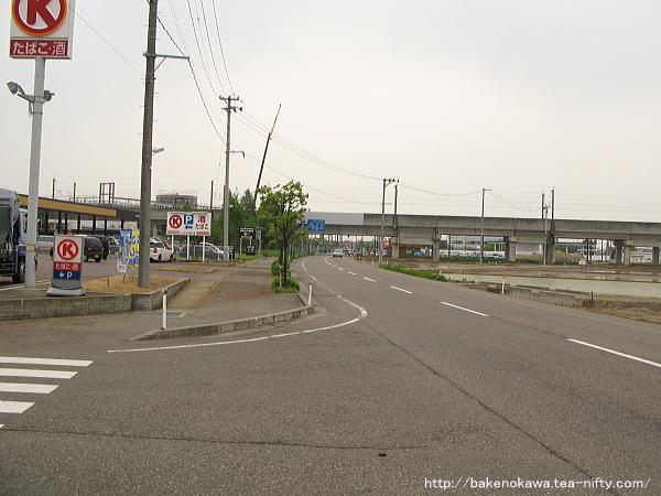 見附市今町地区の上越新幹線高架