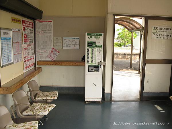 帯織駅駅舎内部